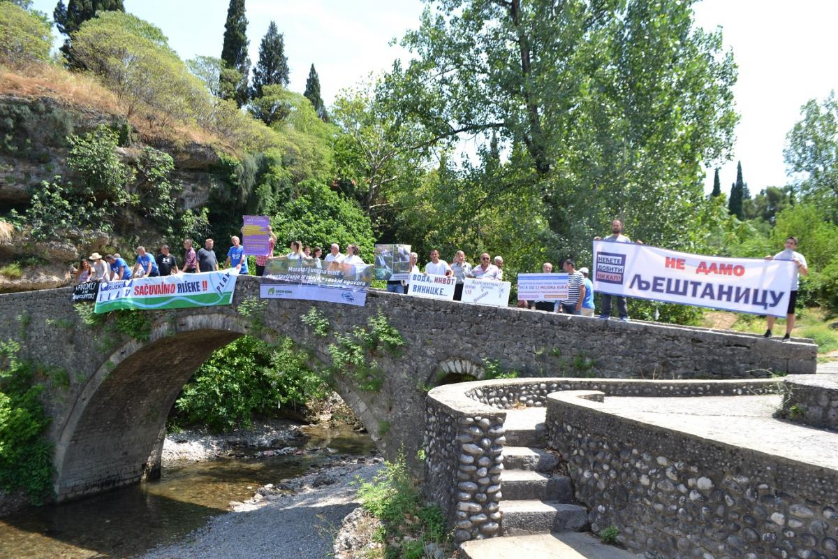 Many rallies took place directly by affected rivers, as here in Montenegro by the Ribnica. © Greenhome
