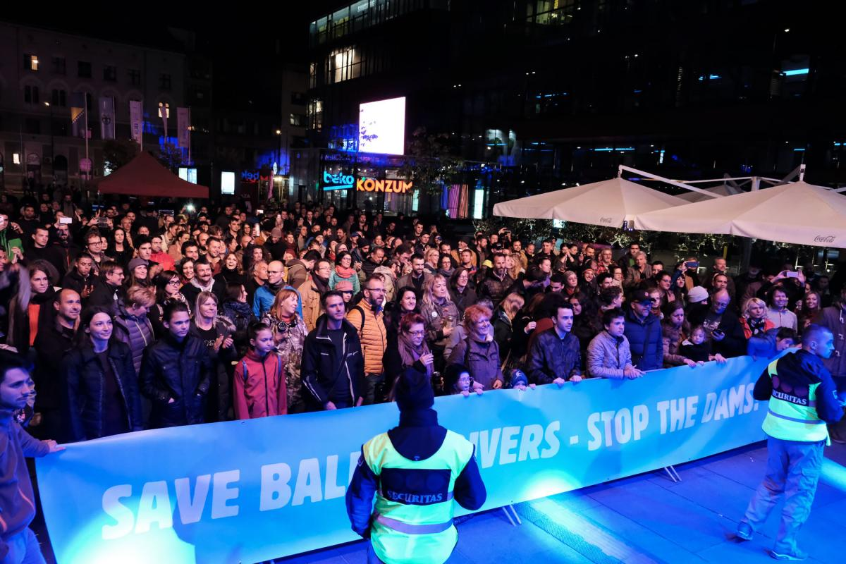 Hundreds of people attended the Concert for Balkan Rivers in Sarajevo on September 30th. © Nick St. Oegger