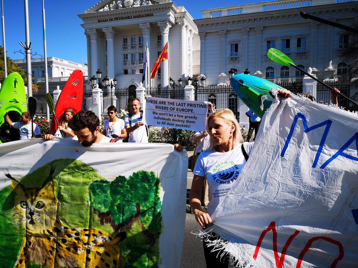 Joint protest of the national Blue Heart of Europe Team and the Balkan River Defense Tour, Skopje, 2019. © Front 21/42