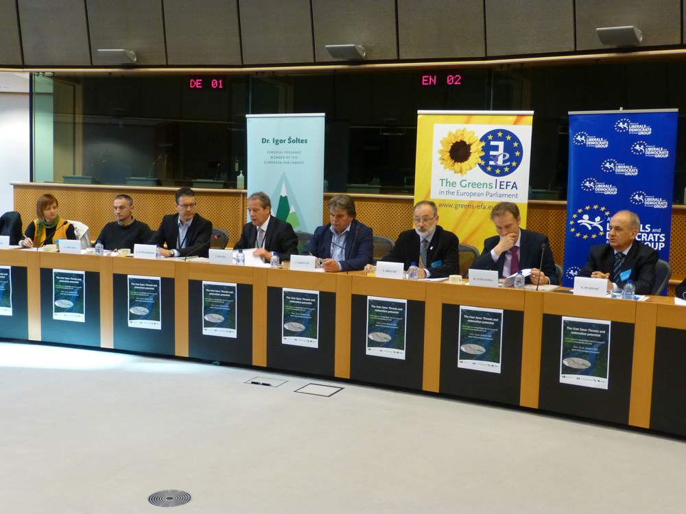 The Sava received important attention in the European Parliament today. The event was hosted by the Member of EU Parliament Igor Šoltes (The Greens/ European Free Alliance; 4th from the left in the photo) © EuroNatur