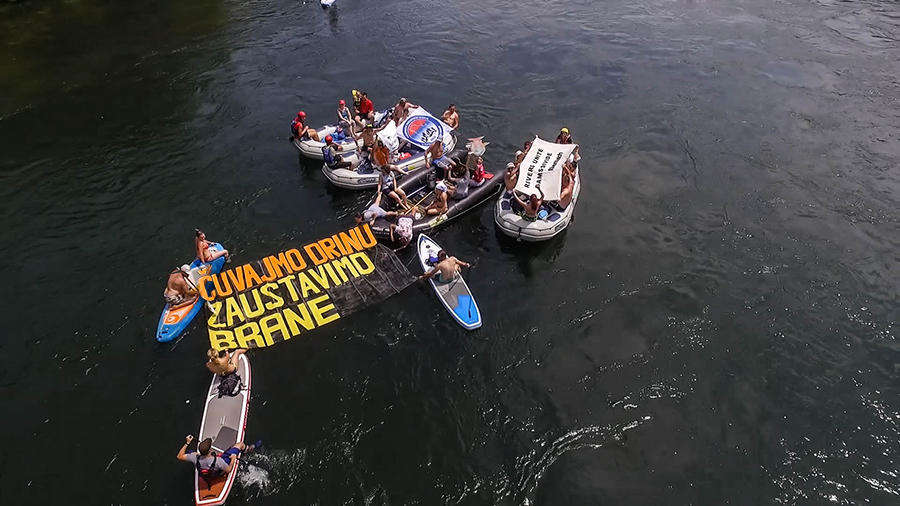 "For the first time, environmental groups and angling associations used the Drina Regatta to protest against the dam plans. The slogan ""Čuvajmo Drinu, zaustavimo brane!"" (""Save the Drina, stop the dams"") was floating down the river. @ Dušan Mićić"