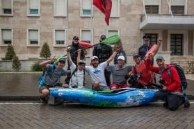 Tag 35: Das glückliche Balkan Rivers Tour team nach der Abschlussveranstaltung in Tirana