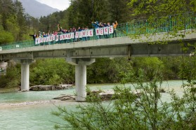 DAY 3 - River Soča: 5th grade students of elementary school Bovec decorating a bridge over the Soča