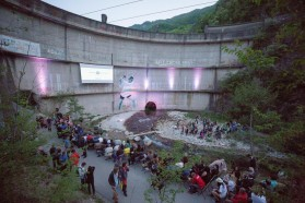 The premiere took place against a unique backdrop: the broken Idbar dam in Bosnia and Herzegovina.