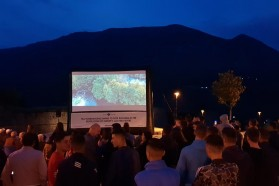 Like all our outdoor screenings, this one was also facilitated by the Solar Cinema Bus ADRIA.