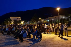 The screening took place in the pedestrian area in the town center.