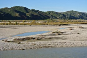 Highly dynamic meandering section in the middle river course – these habitats would be lost after dam construction.