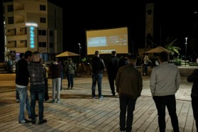 The screening, carried out by the Solar Cinema Bus ADRIA, was set up in the town's centre.