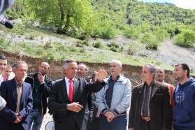 The well-known Albanian artist, Golik Jaupi with his group and other villagers singing the Bënçë song.